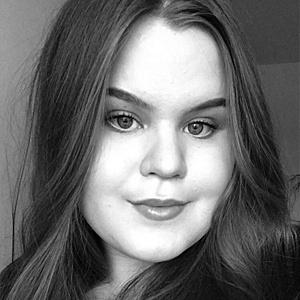 Jyväskylän Kauppakadulla kosmetologin palveluita, käsi- ja jalkahoitoja, sokerointia, suihkurusketusta sekä geelikynsiä tekevä Rosa.