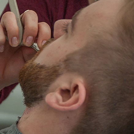 Äijäpalveluiden avulla voit saada myös partasi siistiksi.