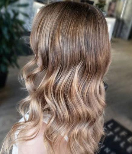 Balayage-tekniikalla saa eläväiset hiukset.