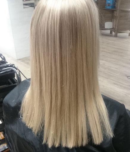 Studio AK:lta saat ammattitaidolla esimerkiksi vaaleat hiukset.