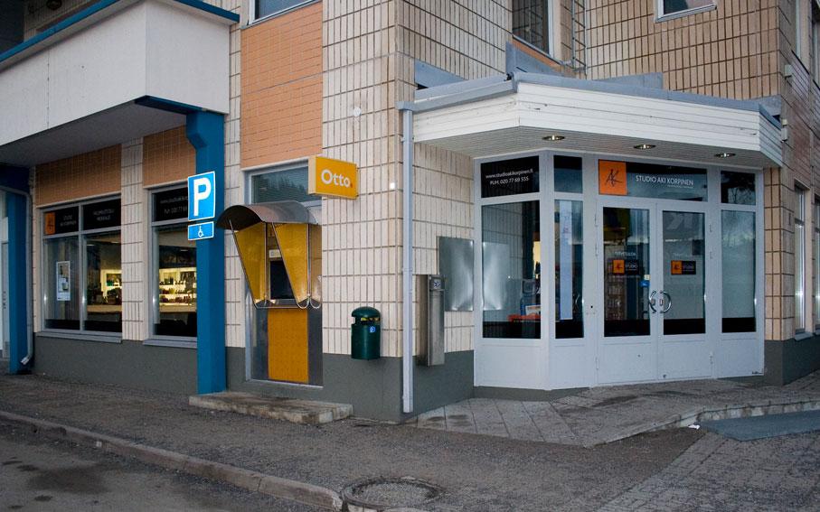Studio AK Kuokkalan liike sijaitsee osoitteessa Polttolinja 1