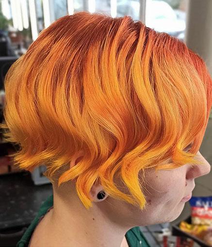 Leiskuvaa oranssia lyhyeen hiukseen