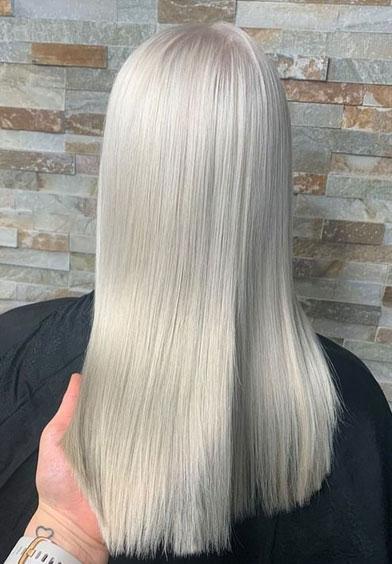 Metallinpoisto kirkastaa hiusten väriä.