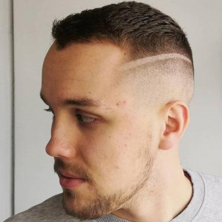 Miesten hiustenleikkauksessa suosittua on fade.