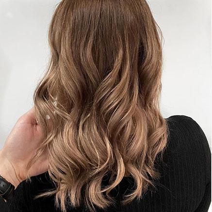 Modern Shag on yksi vuoden 2020 hiustenleikkaustrendeistä, jossa korostuu kerroksellisuus