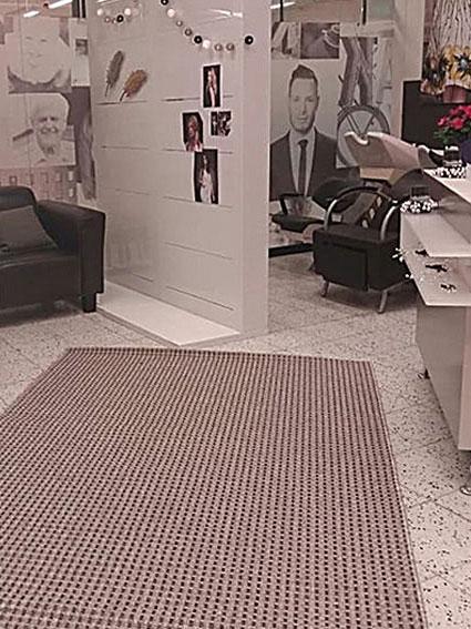 Studio AK Muuramen liike sijaitsi Setäläntiellä.