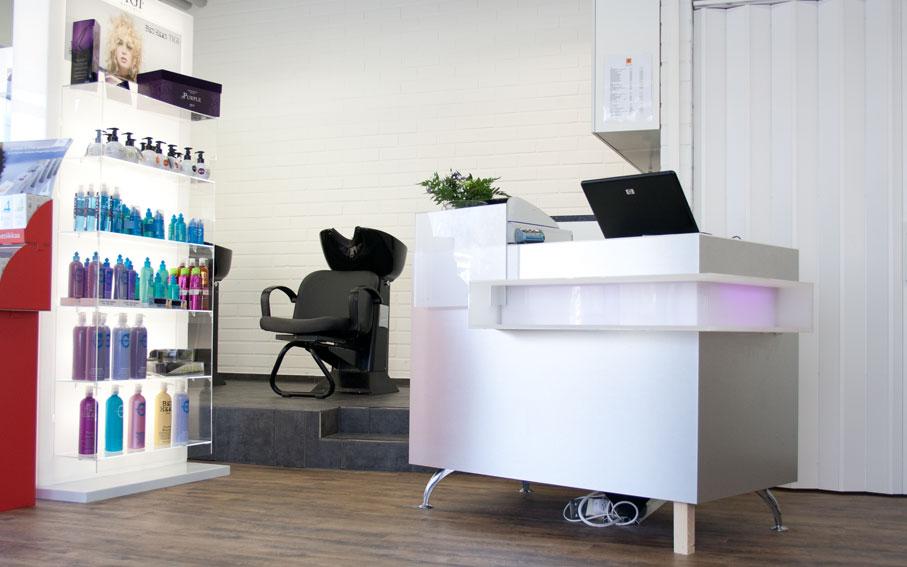 Studio AK Muuramen ensimmäinen liike sijaitsi Virastotiellä.