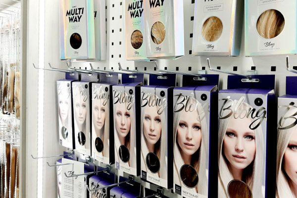 Studio AK tarjoaa monipuolisia palveluita hiustesi, kauneutesi sekä hyvinvointisi parhaaksi Jyväskylän keskustassa, Kuokkalassa, Laajavuoressa sekä Palokassa.
