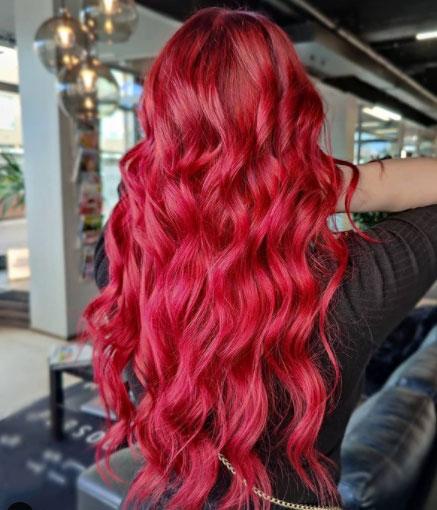 Rubiininpunainen tukka on ihanan pirteä.