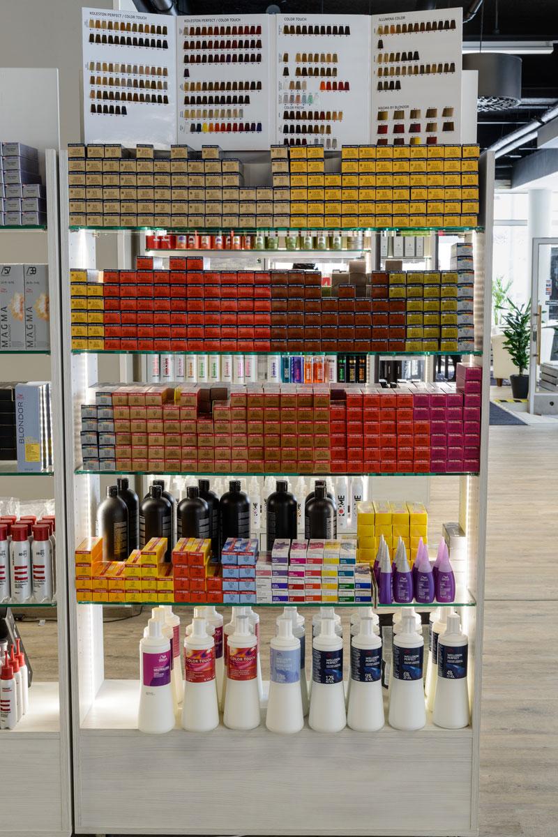 Hiusammattilaisten pikatukusta Wellalta seuraavat tekniset tuotteet: ColorTouch, Illumina, Koleston, Magma