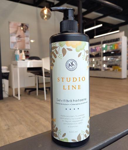 Studio Line -hoitoaine on Studio AK:n itse toteuttama.