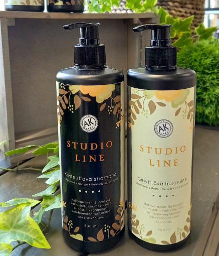 Studio Line -hoitoainetta ja -shampoota saatavana Studio AK:lta.