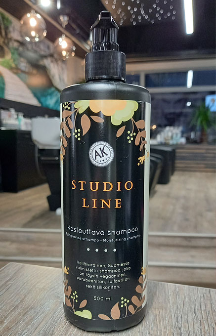 Studio Line on kosteuttava shampoo