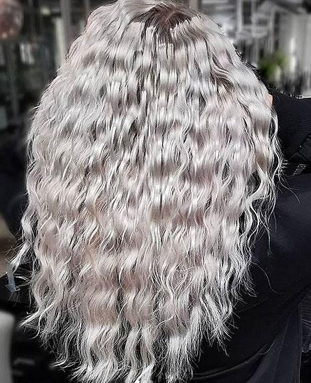 Hiustenpidennyksiä täytyy myös huoltaa