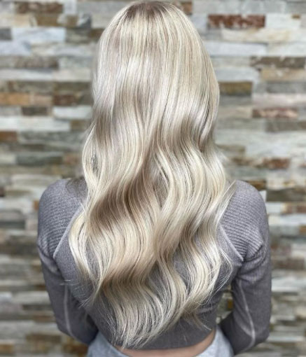 Viileän vaaleat hiukset ovat suositut.