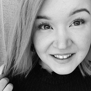 Jyväskylän Kuokkalassa työskentelevä parturi-kampaaja Anu